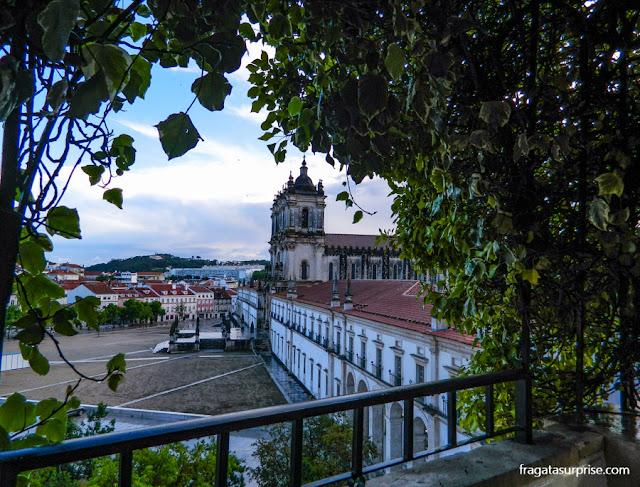 Mosteiro de Alcobaça visto dos jardins do Hotel Solar Cerca do Mosteiro