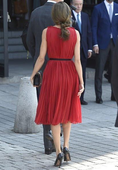 Queen letizia wore Carolina Herrera silk dress in red, Prada Toe Pump, Coolook earrings and carried Nina Ricci Arc Clutch