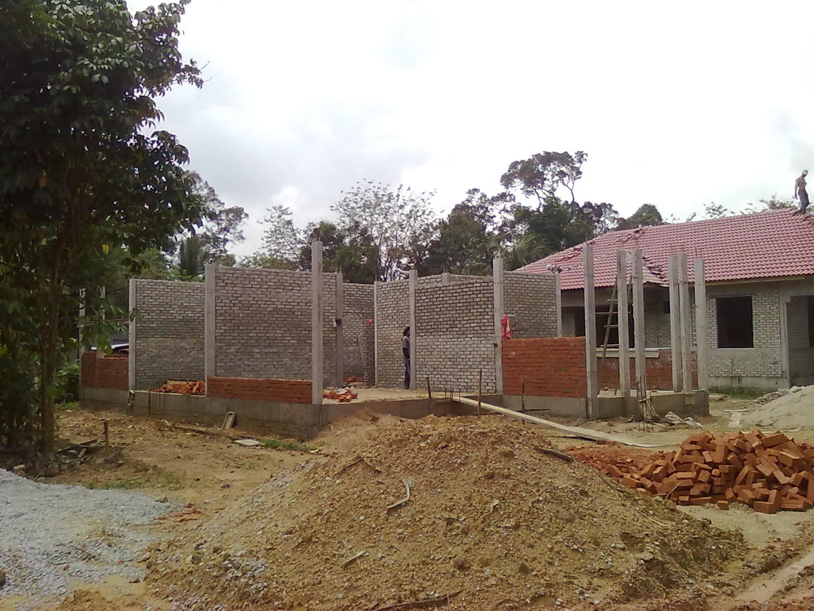 Hampir Keseluruhan Dinding Dalam Rumah Telah Siap Berbata Manakala Luar A Bahagian Bawah Sahaja Dipasang Bata