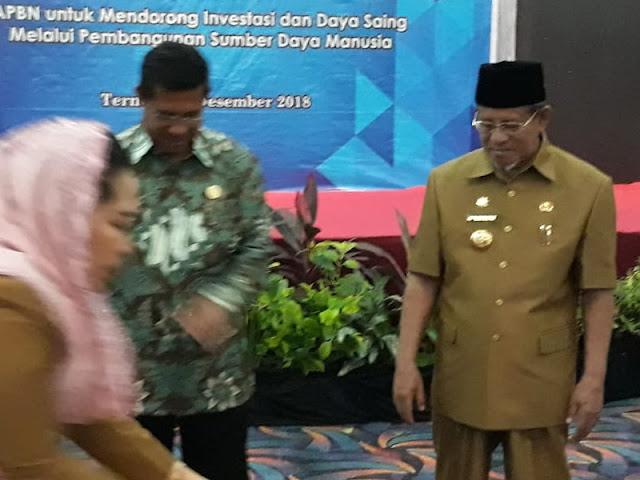 Abdul Gani Kasuba Serahkan DIPA Maluku Utara 2019