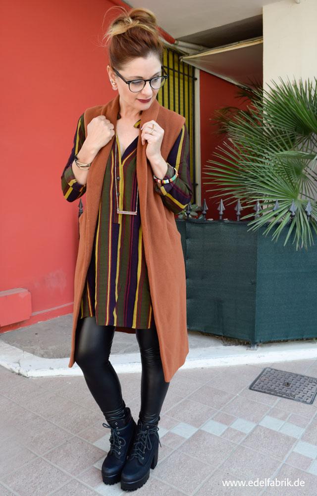 die edelfabrik, Look, Lange Weste und gestreiftes Hemd in Herbsttönen