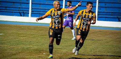 Reinoso celebra su gol. (Foto: Club The Strongest)
