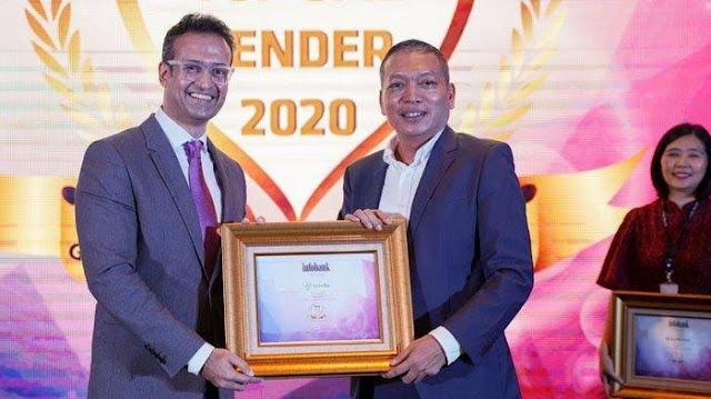 Presiden Direktur Amar Bank Vishal Tulsian (kiri) dan Pemimpin Redaksi Majalah Infobank Eko B. Supriyanto saat menerima penghargaan.