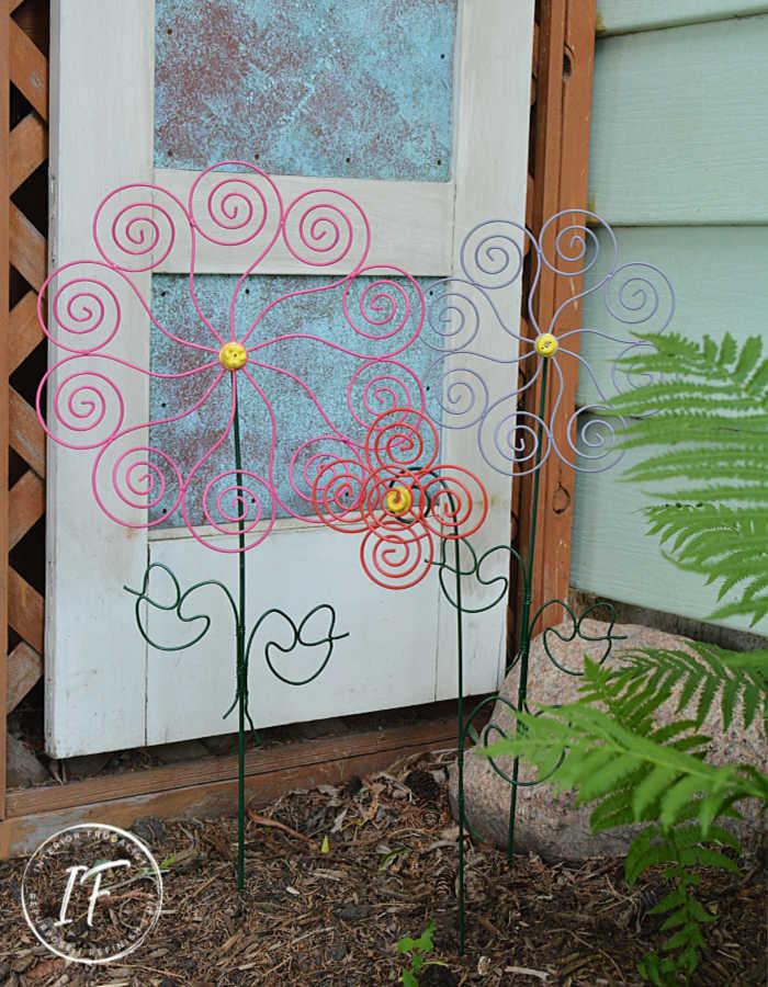 DIY Outdoor Flower Art