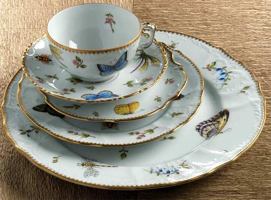 a curious gardener: pretty porcelain..anna weatherley