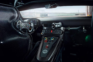 Mercedes-AMG GT4 2018 Interior