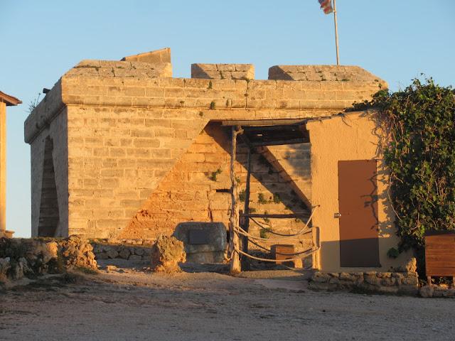 Das Castell auf der Halbinsel Punta de n'Amer auf der Baleareninsel Mallorca