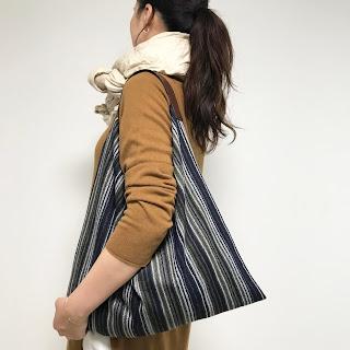 ストライプ柄ウールとレザーのバッグ