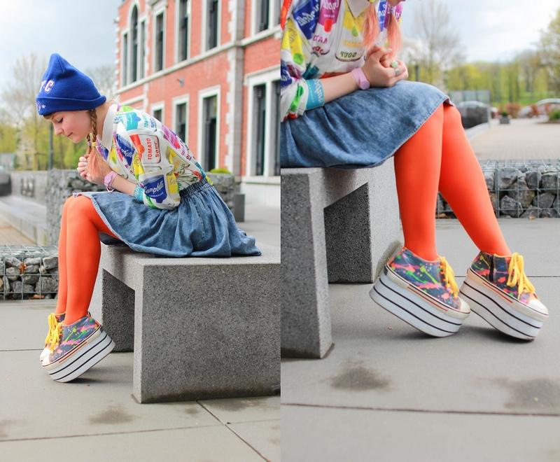 Tenue colorée avec un pull pop art inspiré des fameuses campbell's soup d'Andy Warhol