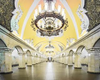 コムソモーリスカヤ駅