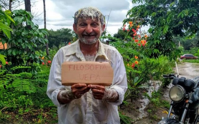 Foto de idoso paraense aprovado no vestibular viraliza nas redes sociais