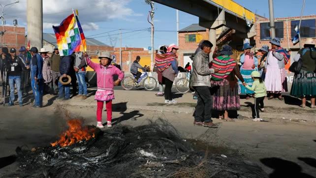 Cívicos de Tarija enviarán stock de alimentos para la población de La Paz