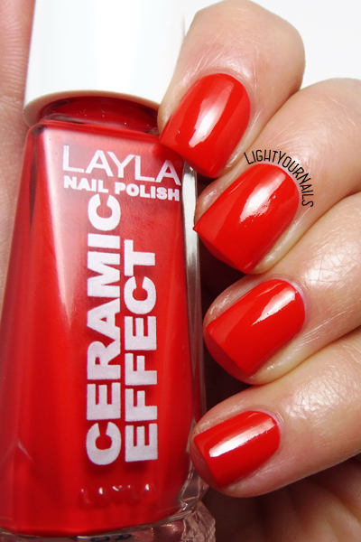 Smalto Layla CE45 Coral Bay nail polish #layla #ceramiceffect #lightyournails #red #nails #unghie