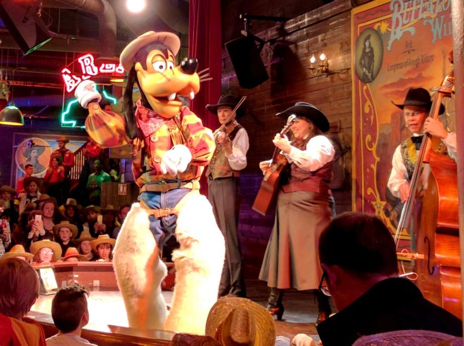 Disneyland Paris  Buffalo Bill s Wild West Show - Elle Field 77a8891b3297