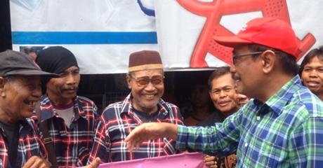 Blusukan di Pulogebang, Djarot Disambut Warga dan Anggota FBR