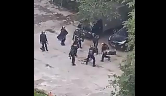 Polisi Cari Pelaku Penyebar Video Brimob Pukuli Remaja di Kampung Bali