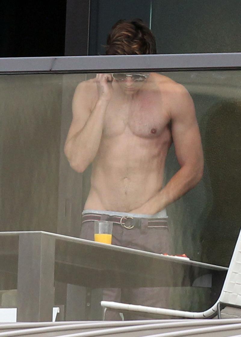 Zac Efron Exposed Naked 66