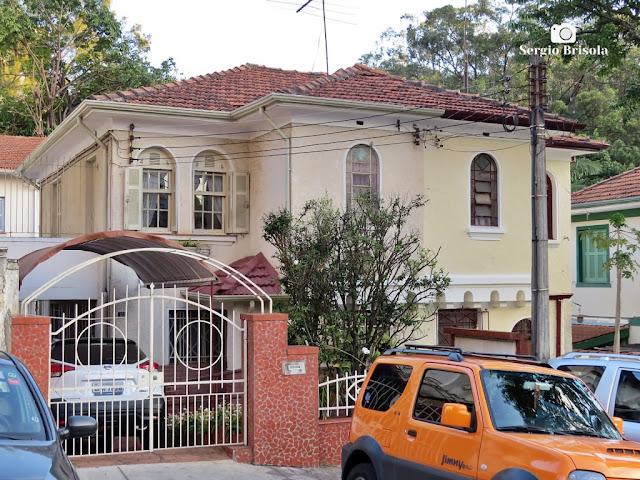 Vista ampla de uma Casa antiga na Rua Capitão Cavalcanti 123 - Vila Mariana - São Paulo