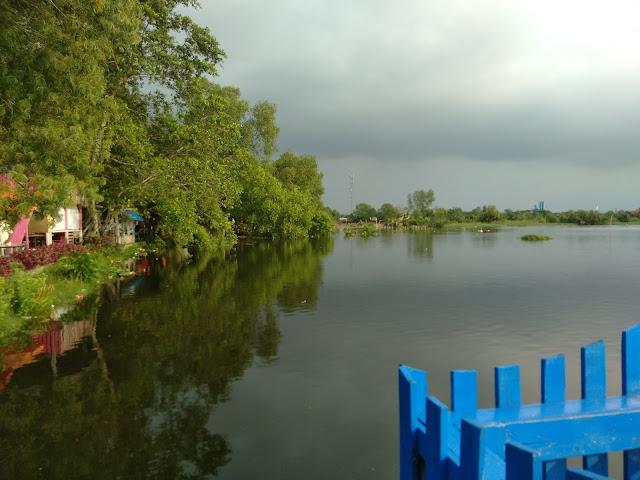 Pemandangan Danau Siombak dari tepi danau