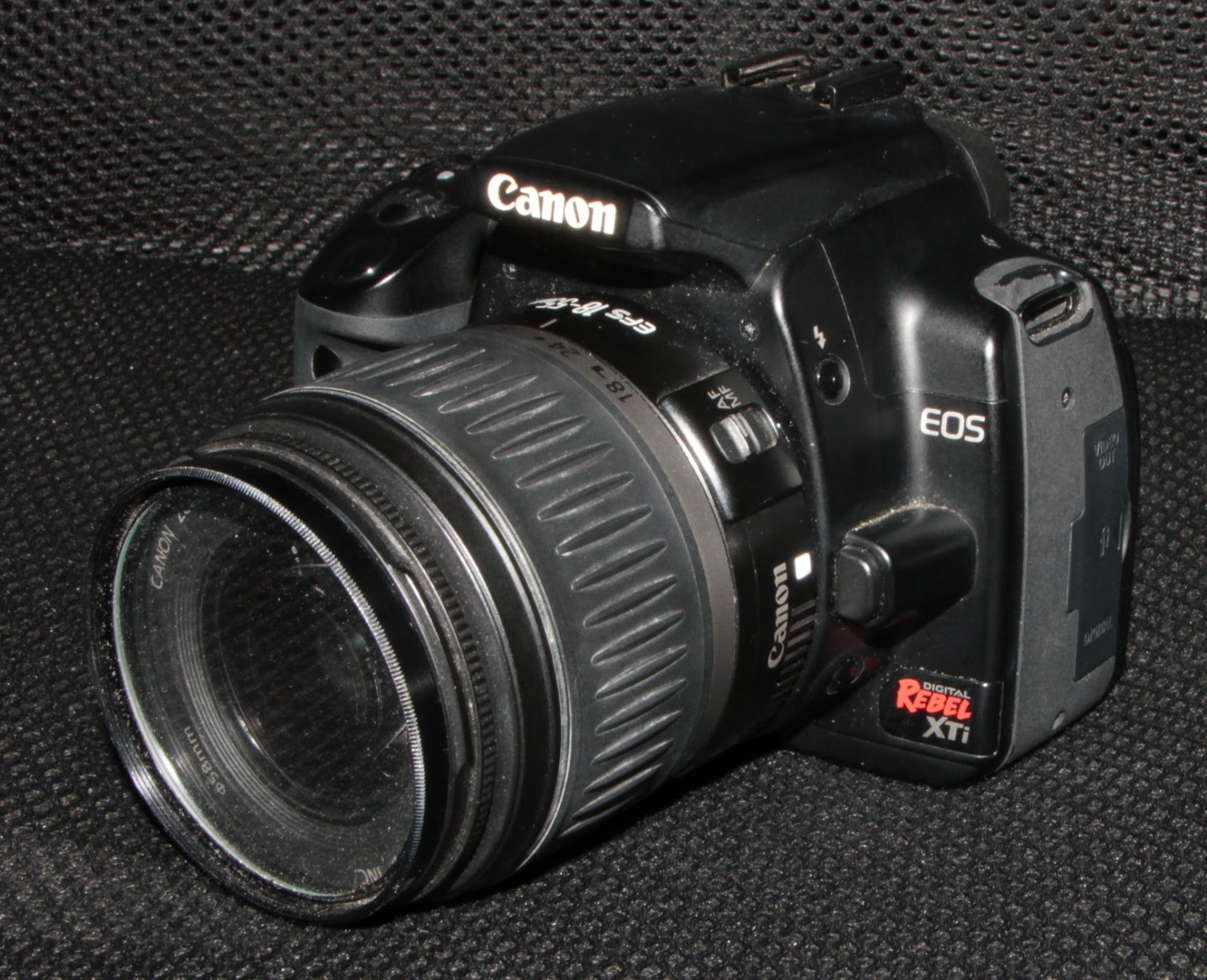 I got this old EOS 400D from a friend for about 35 bucks. She said it won't  power on, even with a fully-charged battery. Might as well have a crack at  it, ...