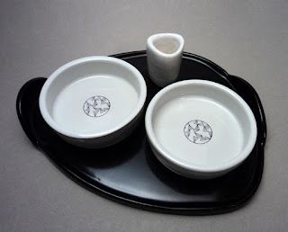 plateau apéro en céramique de créateur, noir et blanc avec desins originaux