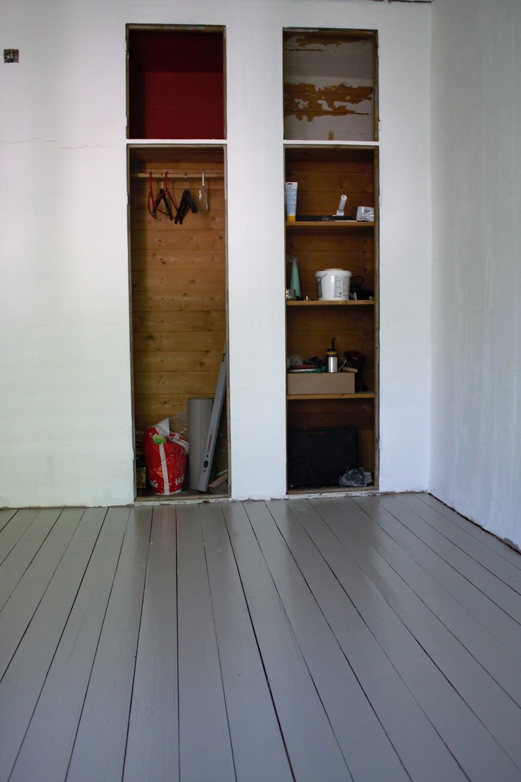 lautalattiat, lumppupaperi, maalattu lattia, pönttöuuni, rintamamiestalo, remontti