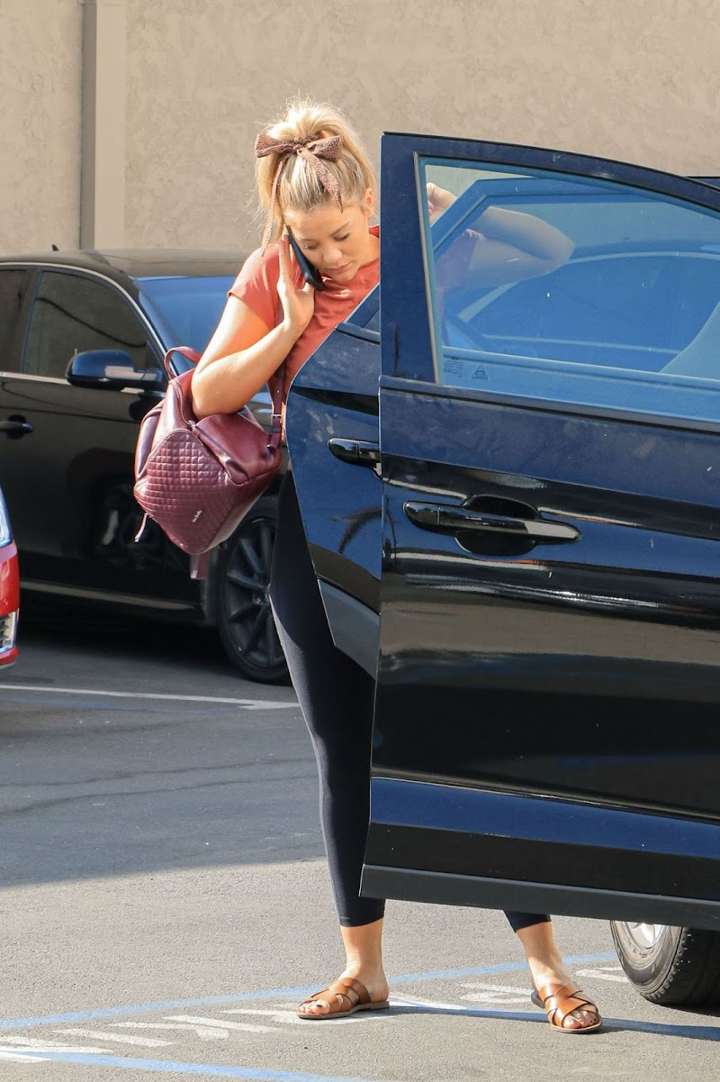 Lauren Alaina Arrives at Dancing with the Stars Rehersal in Los Angeles 6 Nov-2019