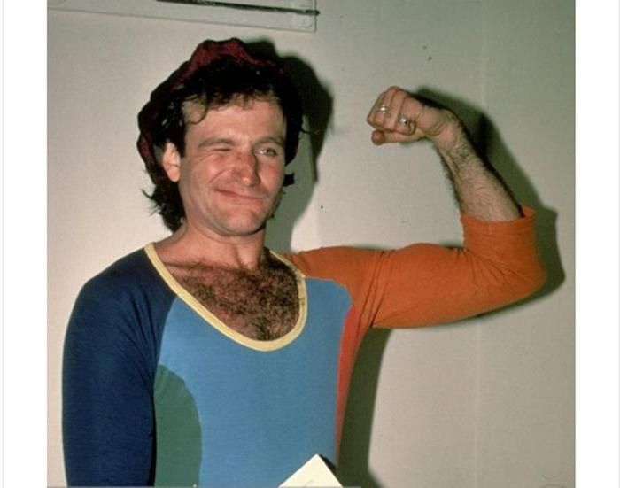 Jolly Robin Williams demonstrates his biceps in New York in the 1980s