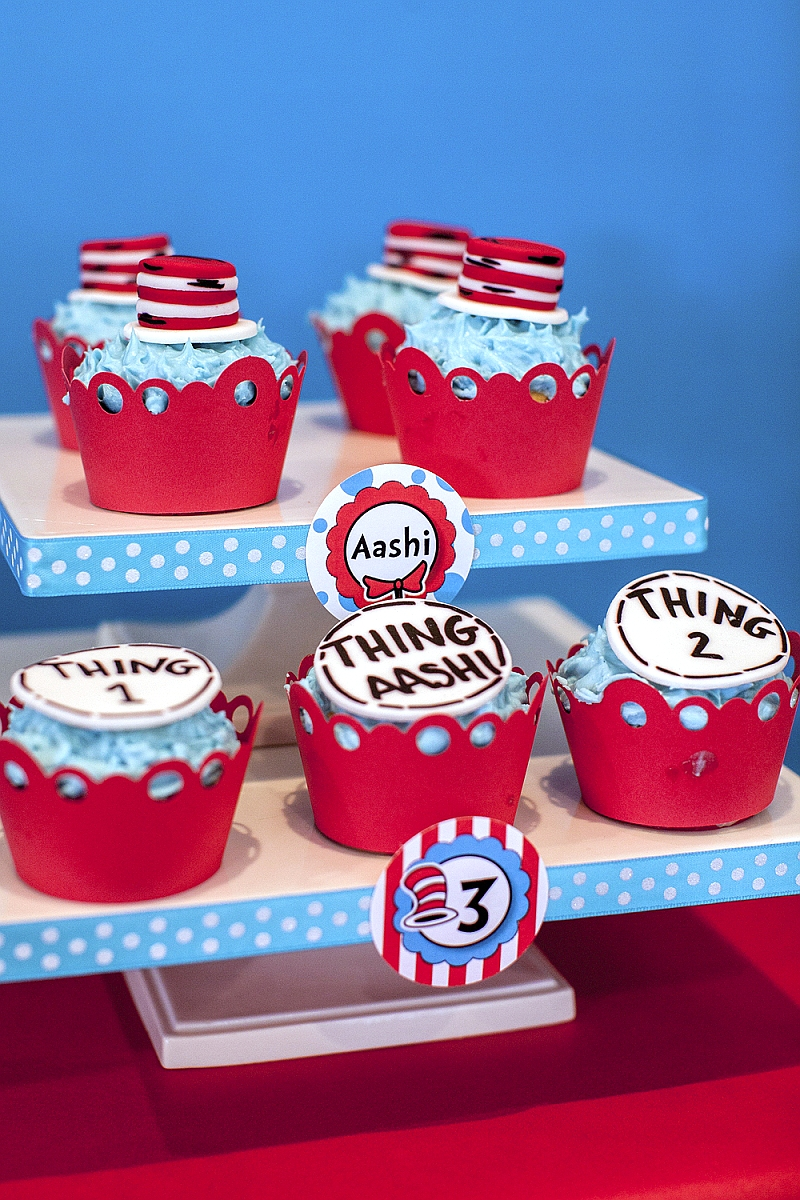 Cat in The Hat Inspired Birthday Party Cupcakes - via BirdsParty.com