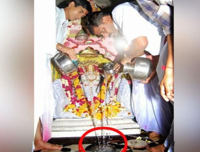 इस मंदिर में कितना भी पानी डालो नहीं भरता घड़ा  - newsonfloor.com