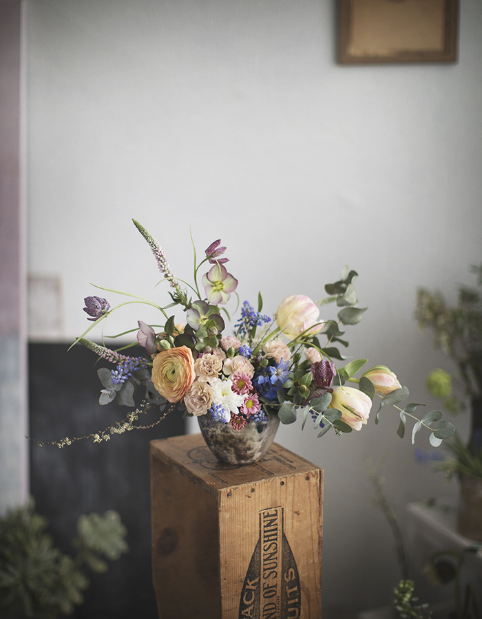 flower arrangement for HelsinginSanomat story photo by Kreetta Järvenpää