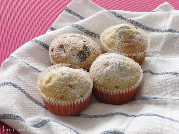 Muffinki z suszonymi morelami i czekoladą
