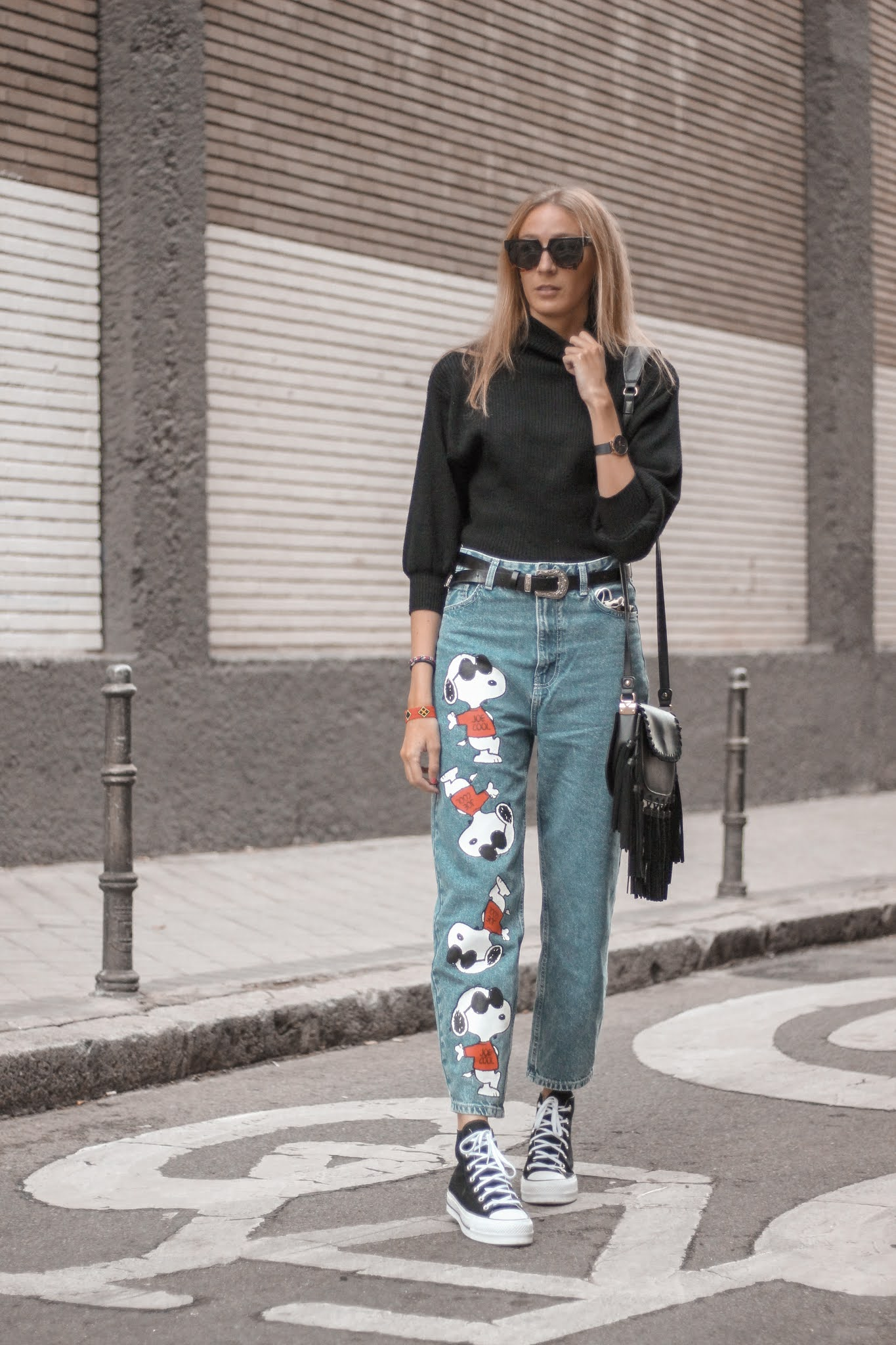 snoopy-mom-jeans-bershka-black-turtle-neck