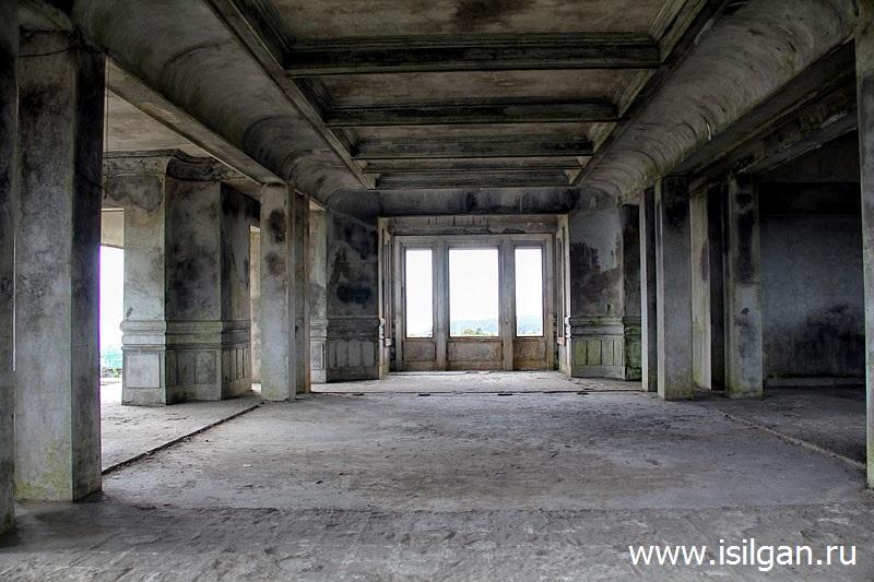 """Заброшенное здание отеля и казино """"Дворец Бокор"""". Национальный парк Бокор. Камбоджа"""
