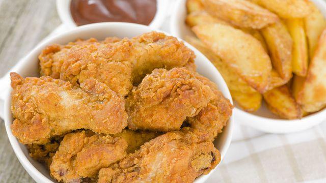 أجنحة دجاج مقرمشة مع صلصة الباربكيو