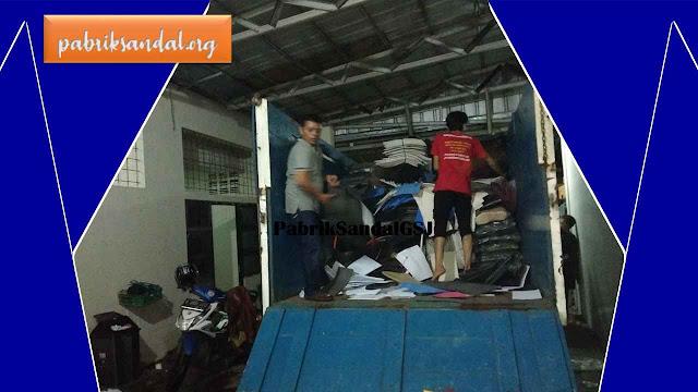 Pengiriman 1 Truck Bahan Baku Sandal Ke Pabrik Sandal GSJ