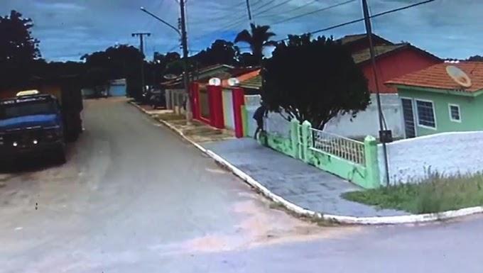 Câmeras de segurança flagram ladrão invadindo casa em Rosário Oeste