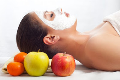 Cara Menghilangkan Minyak Berlebihan Pada Wajah Secara Alami menggunakan masker apel