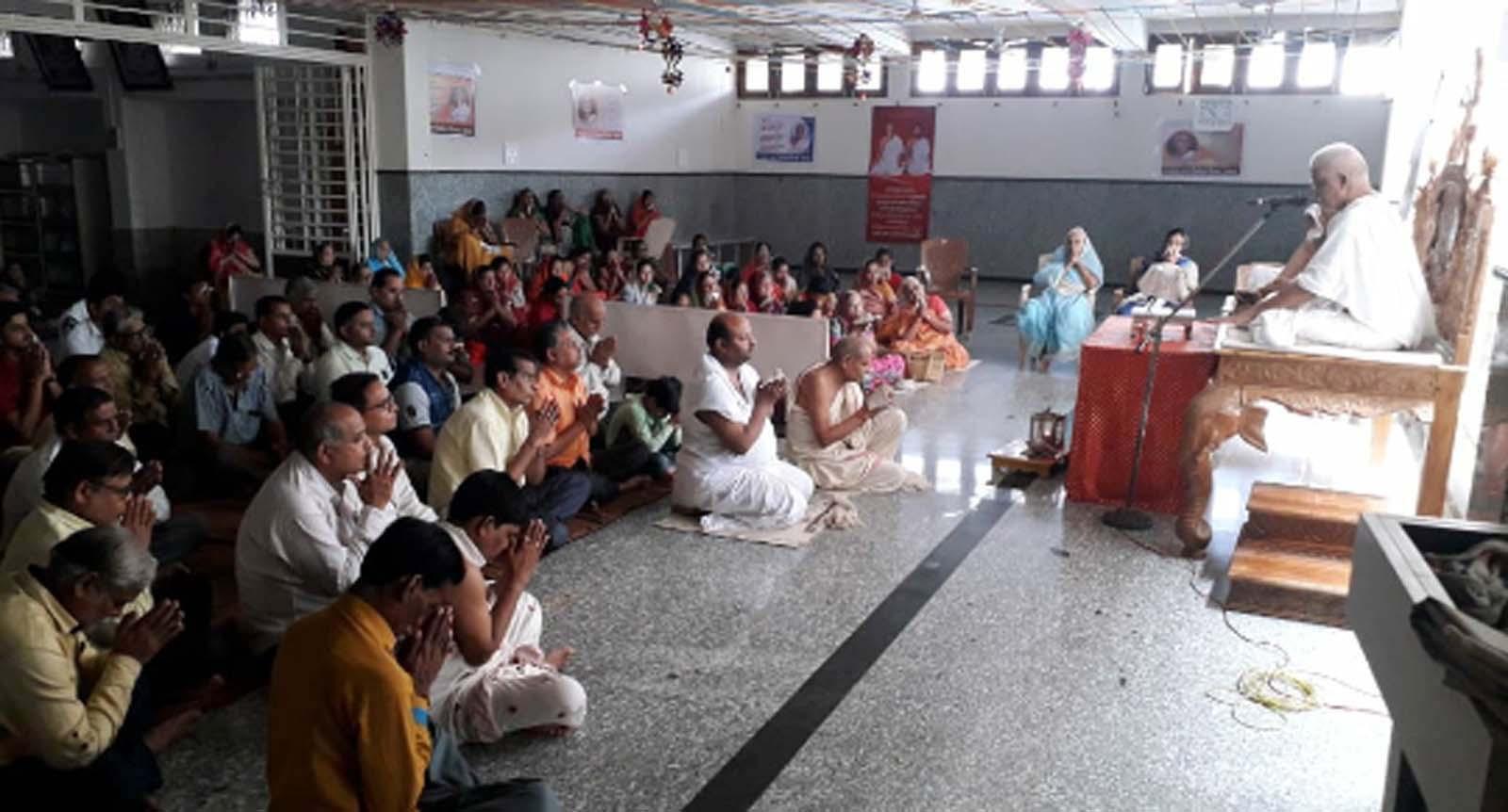 Jhabua News-जो दर्द और लाचारी को समझता है, वह आराधक और ज्ञानियों की दृष्टि में पूजनीय कहलाता है - प्रन्यास प्रवर जिनेन्द्र विजयजी