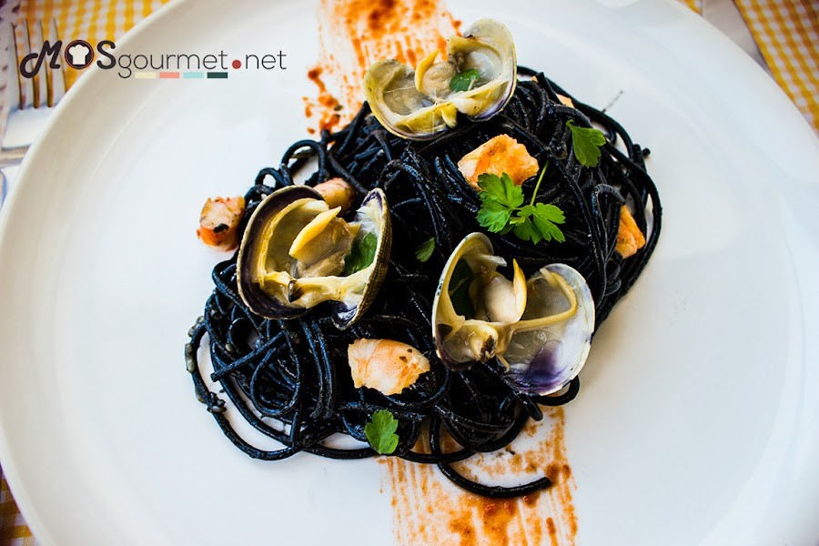 SPAGHETTI-NERO-SEPIA-ALMEJAS-GAMBAS-mosgourmet-gourmet-pasta