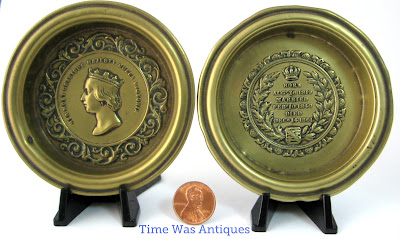 https://timewasantiques.net/collections/queen-victoria/products/queen-victoria-death-of-albert-1861-memorial-pair-of-brass-dishes-mourning