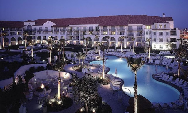 Escape to the oceanfront Hyatt Regency hotel with a full complement of resort amenities, including a luxury spa and beach activities, and prime location on Huntington Beach.