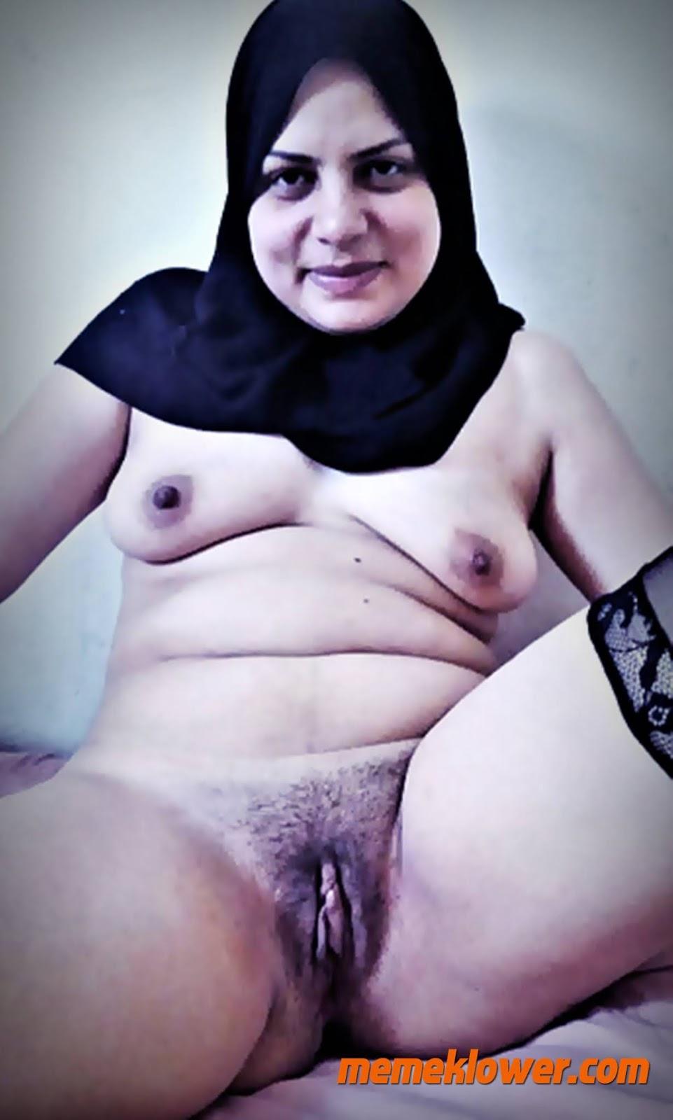 foto-bugil-tante-cantik-kerudung-masturbasi-2