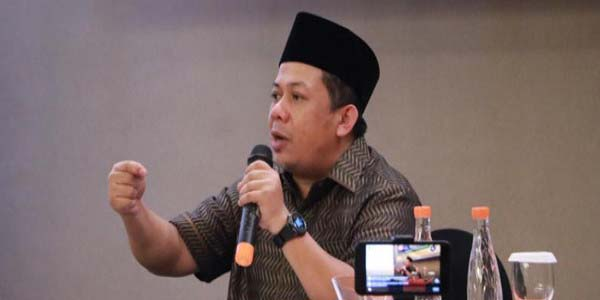 Nada Lantang Fahri Hamzah Untuk Jokowi, Diupload 2 Jam Yang Lalu, Telah 2153 Berbagi