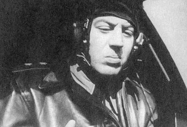 Vasily Stalin no controle do avião