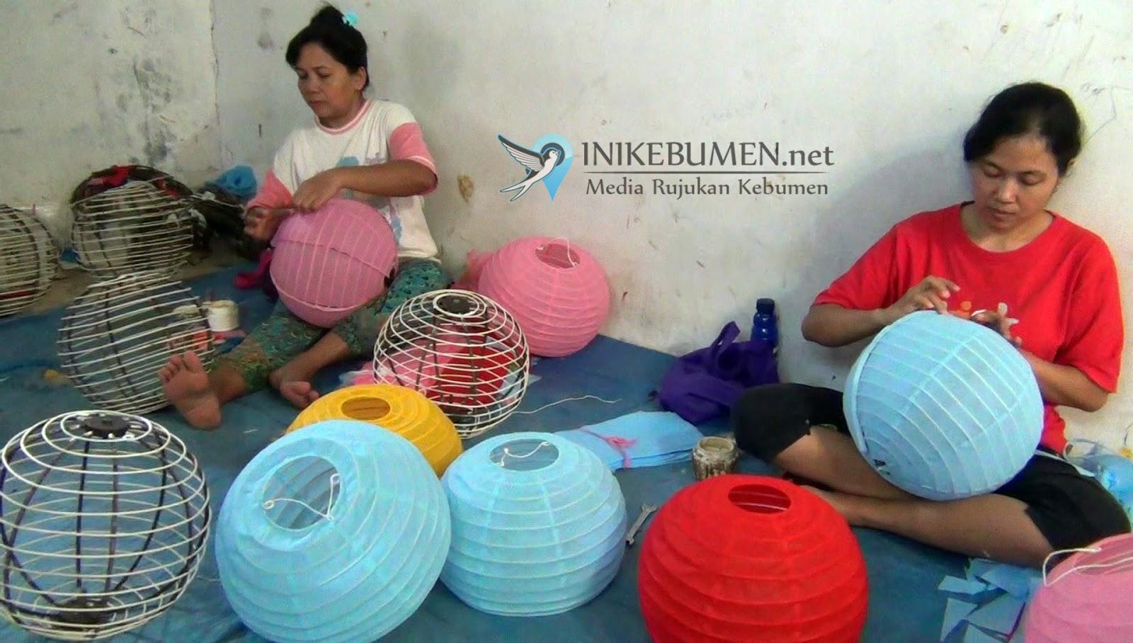 Jelang Imlek, Perajin Lampion di Kebumen Kebanjiran Order