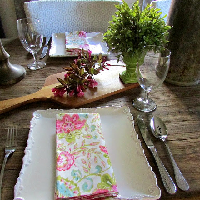 Using white dishes and pretty spring blooms to set a beautiful tablescape