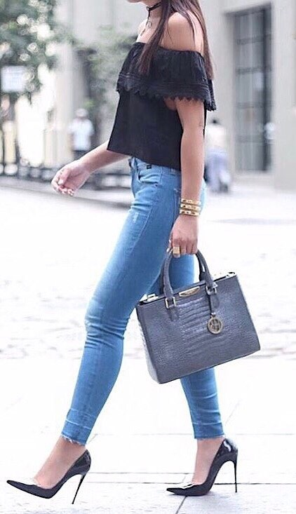 tredy outfit idea: black off shoulder top + bag + skinny jeans + heels