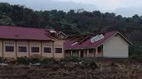 Angin Puting Beliung Terjang Atap Gedung SMAN-2 Mbawa Donggo