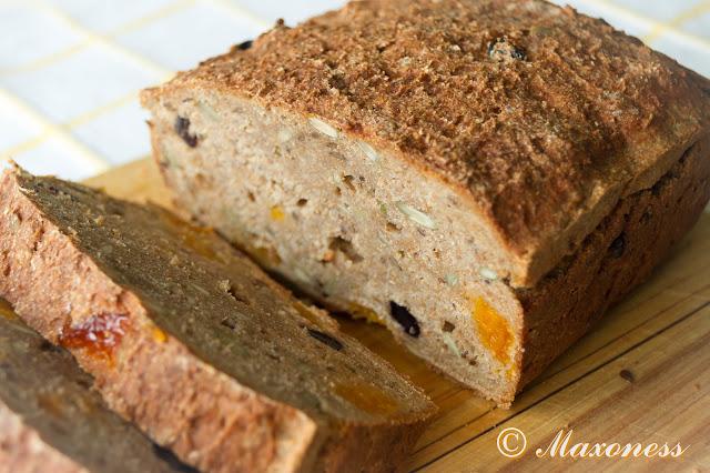 Черный фруктово-зерновой хлеб